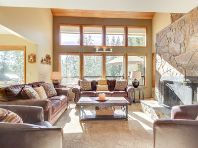 Photo for Spacious Sunriver home with 10 SHARC passes and private hot tub!