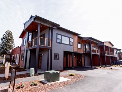 Photo for Great spot, great price. Modern Town home on the HR Heights. Walk to cafe's, pubs, restaurants,etc