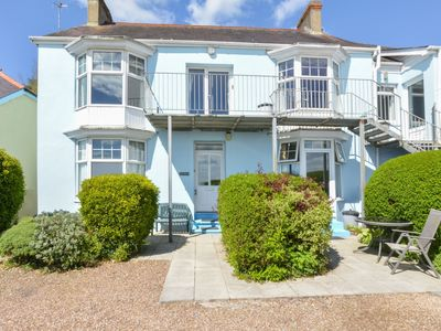 Photo for Lovely apartment right on the sea in Saundersfoot, with beautiful window bay