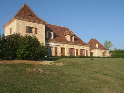 Photo for Large spacious Perigord house for 15 people with swimming pool