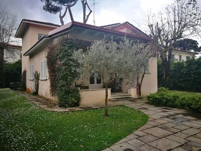 Photo for Independent villa with garden 300 meters from the beaches of Versilia