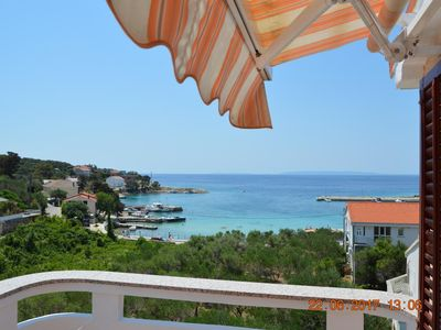 Photo for One bedroom apartment with terrace and sea view Jakišnica, Pag (A-4160-c)