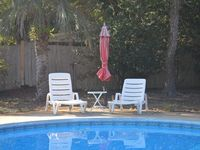 Wonderful home, quiet neighborhood, accommodated 6 adults comfortably.