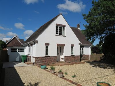 Photo for Family friendly Pretty Detached House With Private Garden And Parking