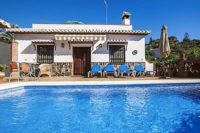 Photo for 2 bedroom Villa, sleeps 4 with Air Con and FREE WiFi