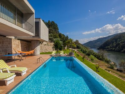 Photo for Douro House 4 suites, SPA, Swimming pool, Douro River pier