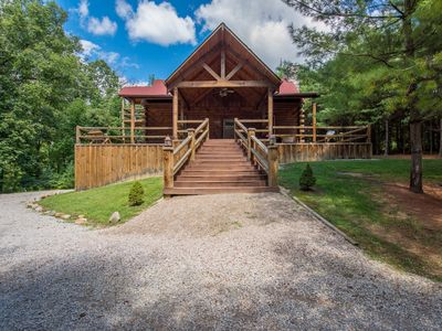 Photo for 3 story pet friendly lodge near Old Man's Cave!