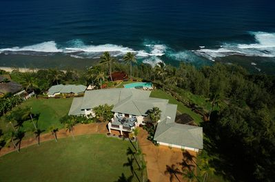 Hale Mana : Luxury estate w/ pool, hot tub, spa center, observation deck, 5 bedrooms, walk to beach, and a breathtaking location.