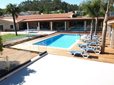 Photo for Beautiful villa w / 5 bedrooms, large garden, beautiful view pool at 45km from Porto