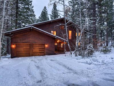 Photo for Beautifully remodeled home with hot tub, located inside Northstar Resort!