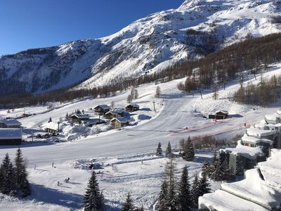 Photo for 4 bedroom ski-in apartment with stunning views up valley