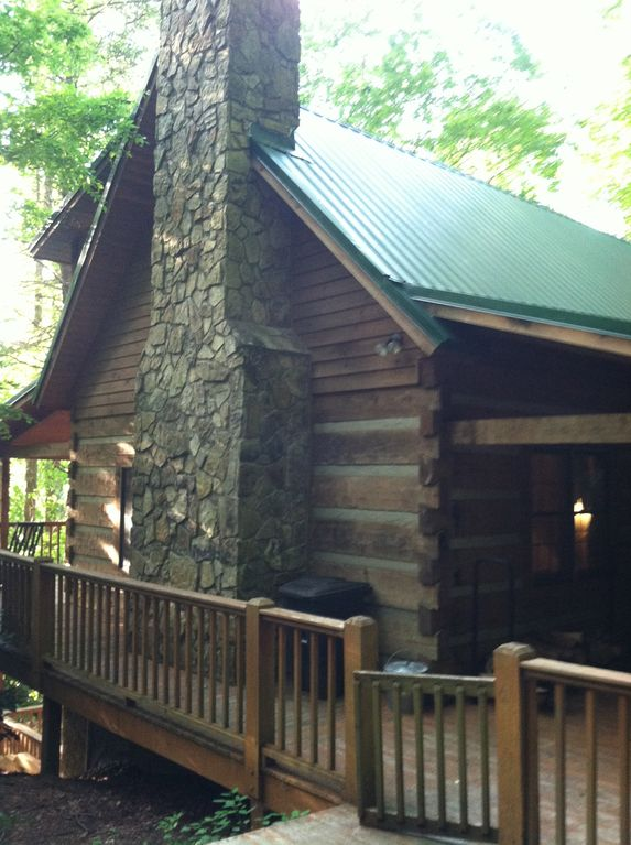Beautiful log cabin great location new hot tub lots of for Log cabin with hot tub one night stay