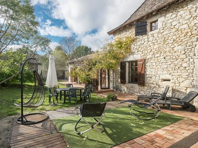 Photo for Characteristic holiday home, with swimming pool, near wonderful wine and castles