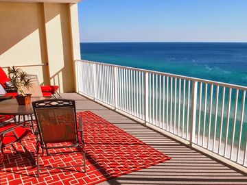 Breathtaking New 2/2 Ocean Reef Beach-Front Condo - Book NOW for Best Dates!