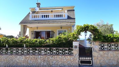 Photo for 4 bedroom Villa, sleeps 8 with WiFi and Walk to Shops