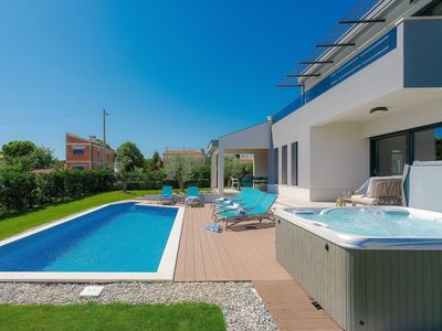 Photo for Stunning private villa for 8 guests with WIFI, A/C, hot tub, private pool, TV and parking