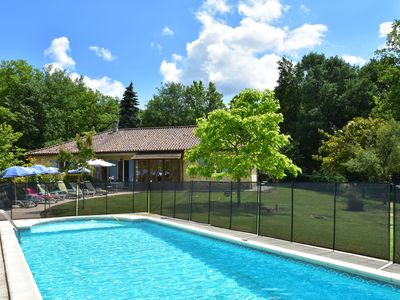 Photo for Detached holiday home in the Dordogne with spacious terrace and private pool