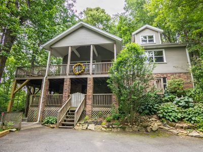Photo for A Treetop Escape - Pet friendly home close to Boone, large deck!