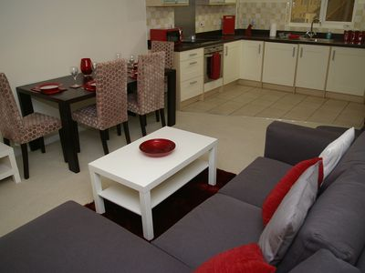 Photo for Modern 2-bed flat nr A14 & Science Park