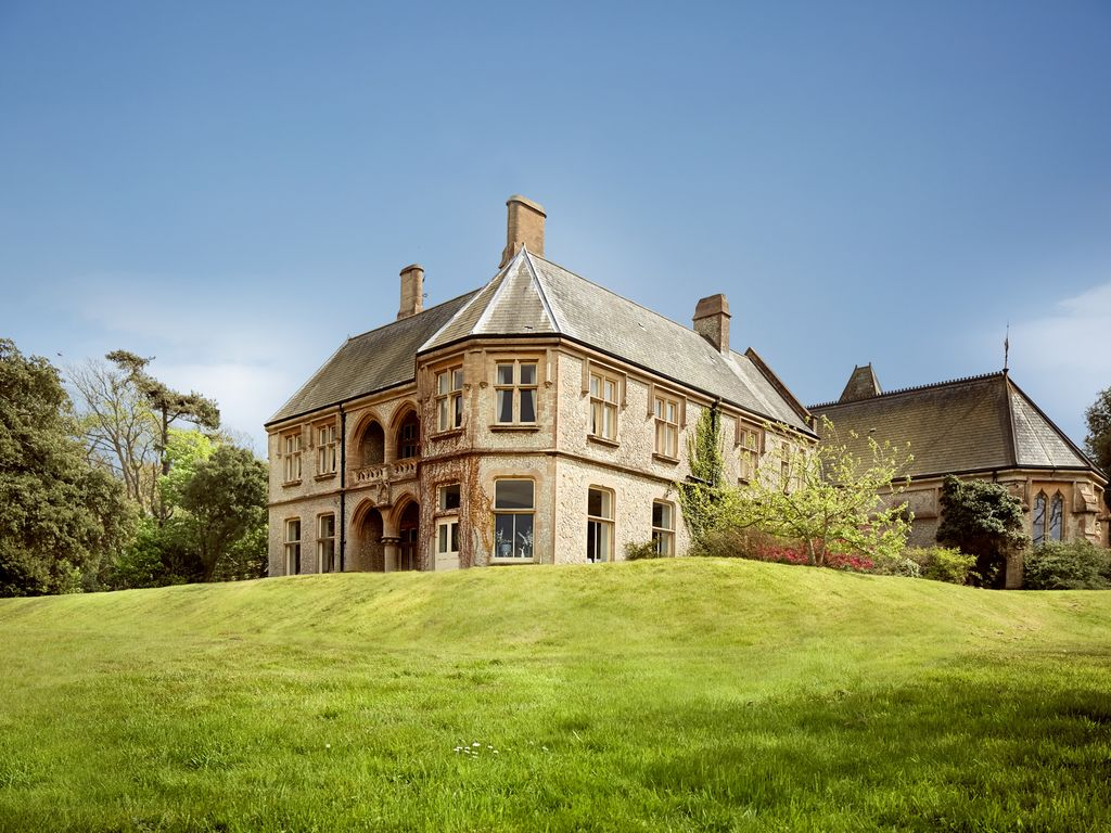 Weston manor house totland isle of wight 8345194 for Home manor