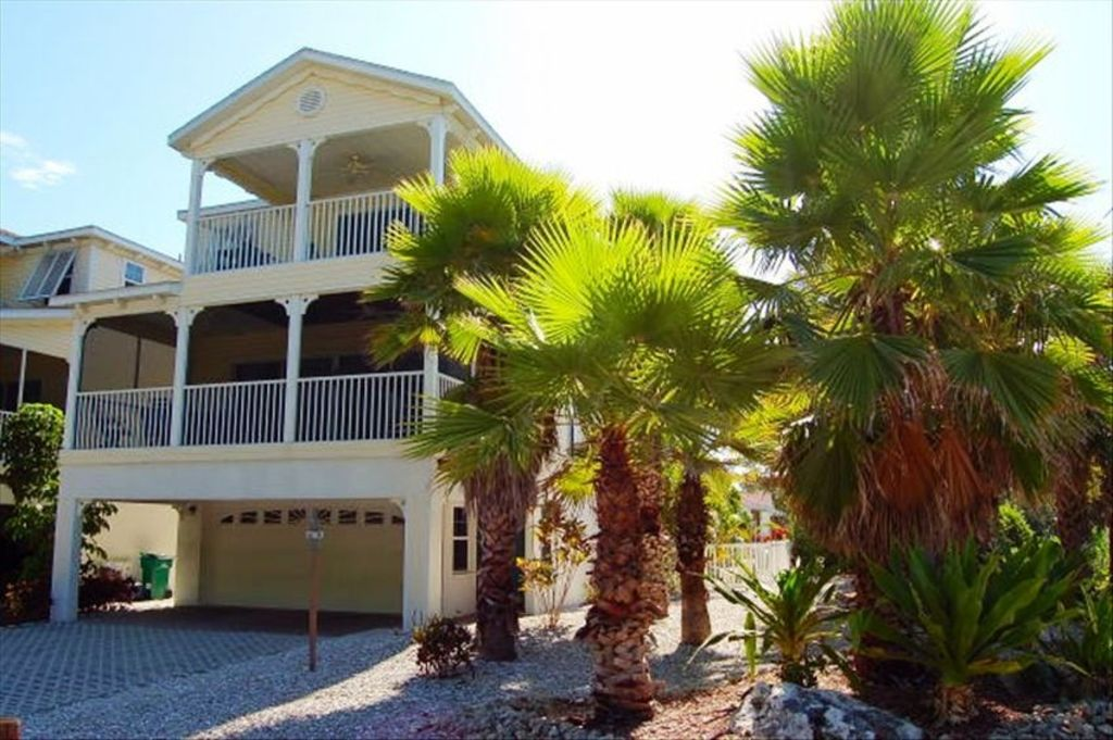 Anna Maria Island Rental Openings  Story Villa That Is One House Off Beach With Twin Next Door