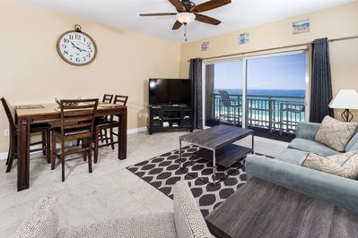 Pelican Isle 609 Top Floor Modern Decor With The Master Bedroom On The Beach Fort Walton Beach