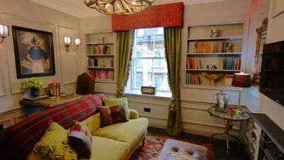Photo for Luxury one bedroom Edinburgh city centre apartment beside the Royal Mile