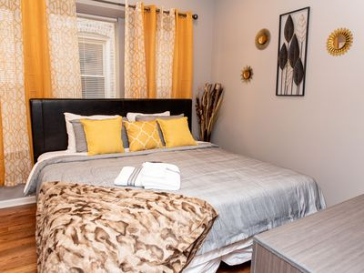 Photo for Luxurious stay @ modern apartment Mins to Downtown