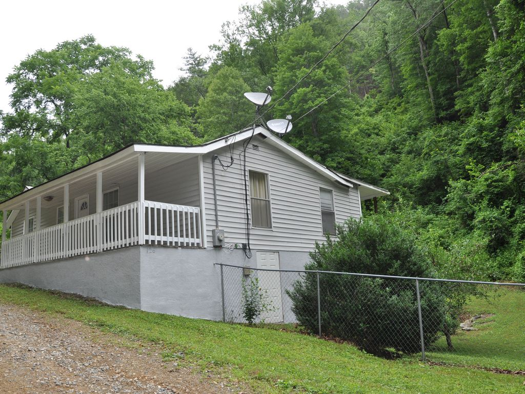 HOT TUB~PRIVATE CREEKSIDE~WALK TO TOWN~ - VRBO