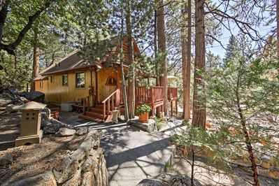 Retreat to San Bernardino National Forest from this cozy vacation rental cabin.