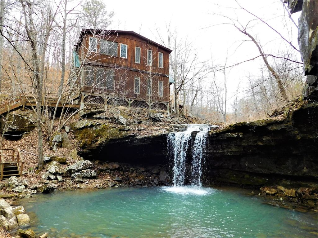 Waterfall wilderness retreat bordering the ozark national for Ozark national forest cabins