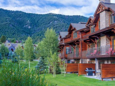 Photo for Lodge-style condo with stylish mountain furnishings and soothing shared hot tub