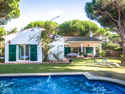Photo for Casa Brisa is less than 250 metres from the sea in Roche's northwest corner, its location is ideal for families with small children and couples or groups looking to make the most of what is one of the Costa de La Luz's most beautiful beaches.