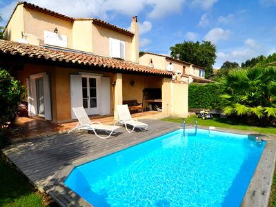 Photo for Charming villa with private pool under palmtrees near St. Tropez