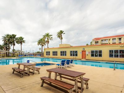 Photo for Casual Affordable Family Condo in the Resort District Close to Beach!