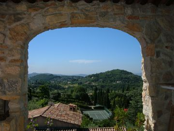Relax with a breathtaking view on the Cote D'Azur and a stile basin Therme Romaines