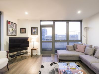 Photo for Trendy Islington flat for 2 w/ patio