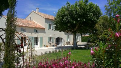 Photo for Provencal farmhouse on 5000 m2 with swimming pool, cinema room, gym