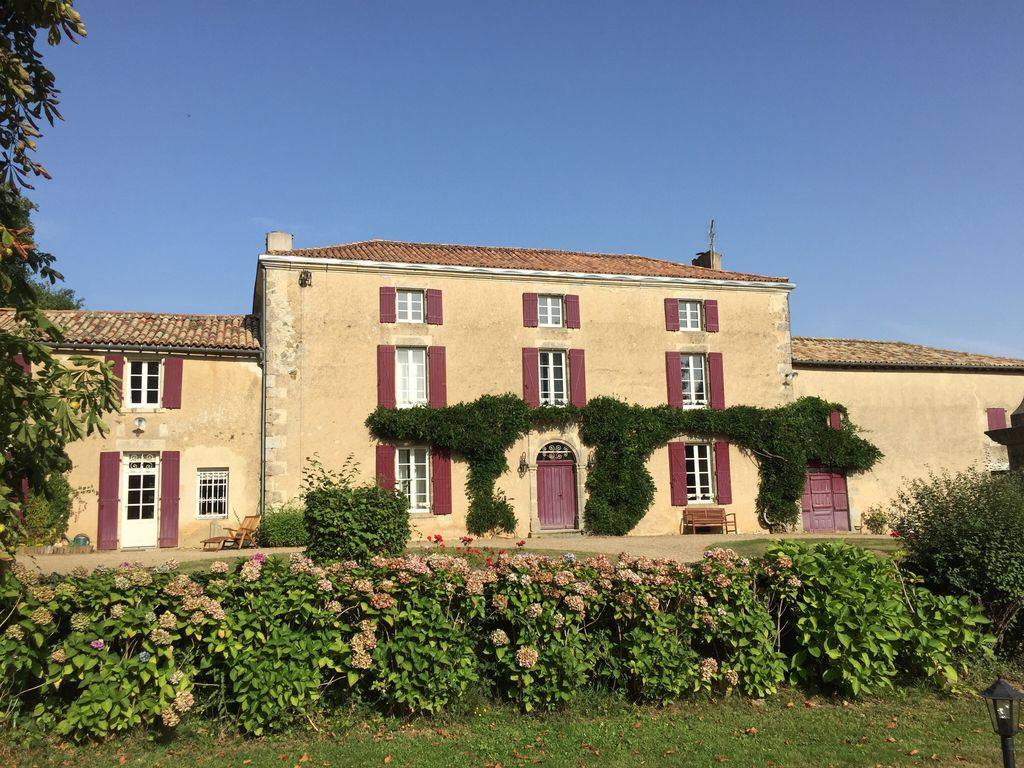 Classic and luxurious french manor house se homeaway for French manor house