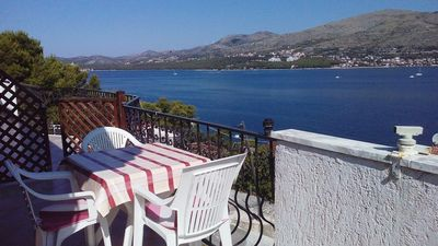 Photo for 1BR Apartment Vacation Rental in Okrug Gornji, Dalmatien