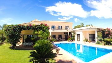 Super Luxury Villa with Large Private Heated Pool, Great Views of Golf Course