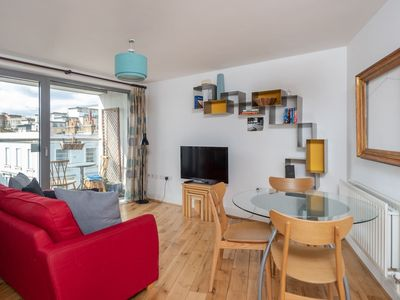 Photo for Spacious 1 bed, for 4, Victoria/Pimlico