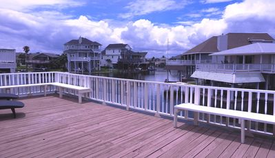 Multi-family water front canal home sleeps 14 with Bikes, Kayaks, Gas Grill