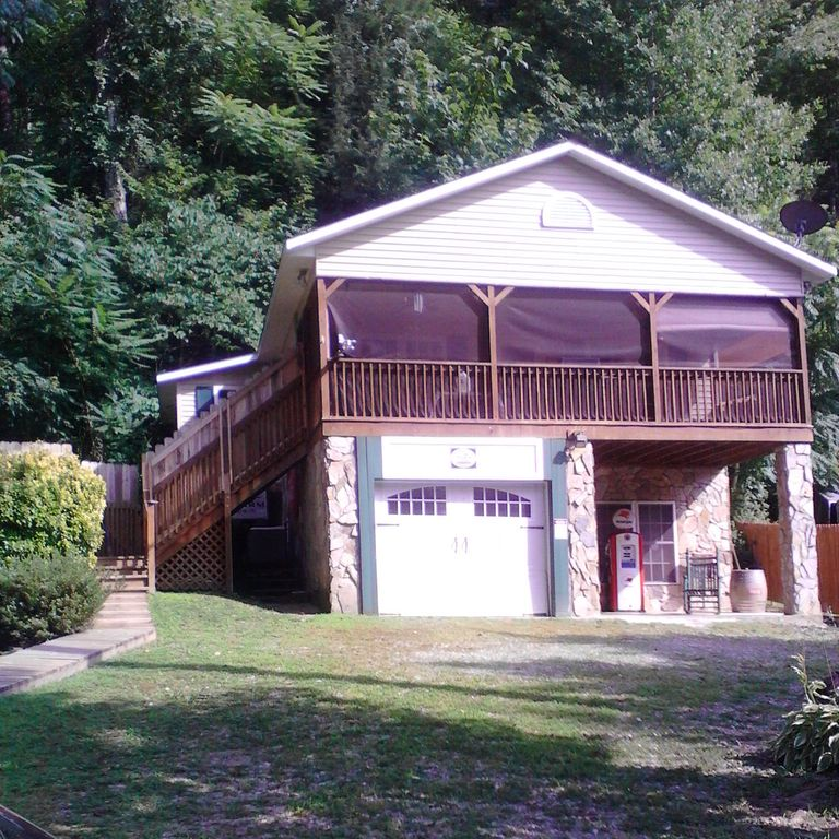 Home rental on the Green River in the Smokey Mountains in Saluda, NC!