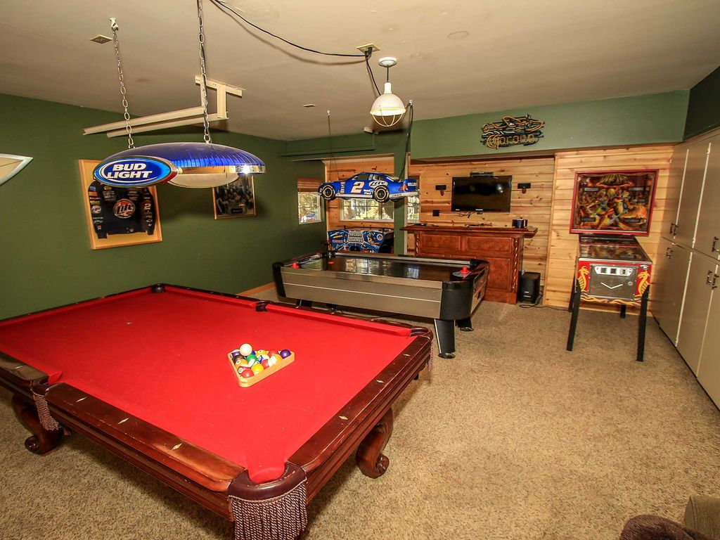 All about fun 3 bd luxury family retreat hot tub packed for Big game room