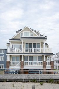 Beachfront Stunning Home; '16 Arch Designed Reno w/ NEW furnishing 6BR Sleeps 15