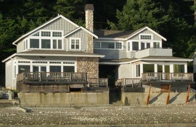 Remodeled Beach House on Hood Canal RIGHT on the water - Amazing Views!  Boats!