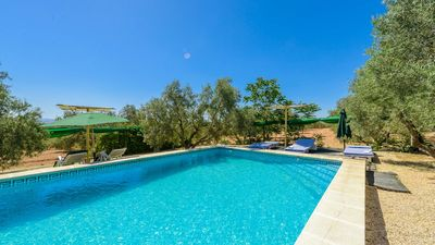 Photo for Huge holiday home ideal for groups in Fuente de Piedra
