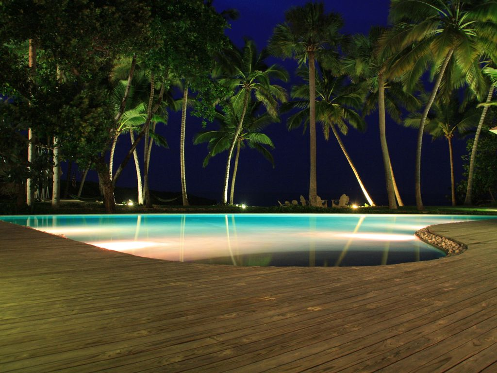 Tropical Beachfront Villa-au complet - Avail, Weeks-Nov, & Dec, 11.000 $!