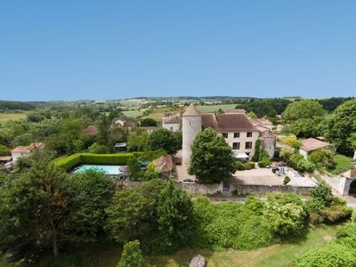 Photo for Chateau With Private Golf Course, Pool And Sauna Near Bergerac, Dordogne